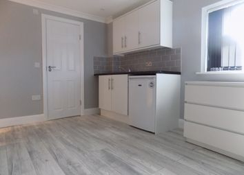 Thumbnail 1 bed flat to rent in Meyrick Avenue, Luton, Bedfordshire