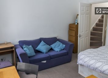Thumbnail 4 bed shared accommodation to rent in Bronsart Road, London