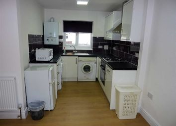 2 bed flat to rent in Meadfield Road, Langley, Berkshire SL3