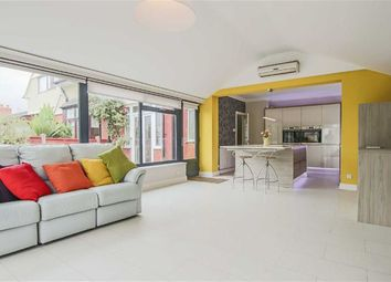 3 Bedrooms Semi-detached house for sale in Pleckgate Road, Blackburn BB1