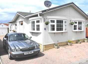 Hawthorne Drive, Cranbourne Hall Park, Winkfield, Windsor SL4. 3 bed mobile/park home