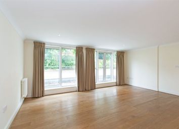 Thumbnail 2 bed flat to rent in Broughton Avenue, London