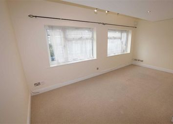 Thumbnail 2 bedroom flat to rent in Victoria Road, New Barnet, Herts