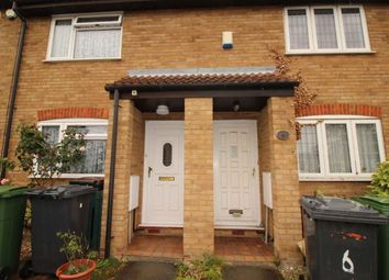 2 bed property to rent in Temple Close, Luton LU2