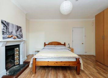 1 Bedrooms Flat to rent in Inverine Road, Charlton, London, Greater London SE7