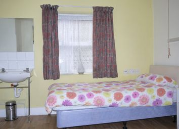 Room to rent in The Limes Avenue, London N11