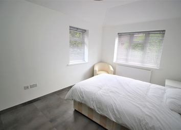 Thumbnail Room to rent in The Roundway, London