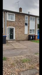Thumbnail 5 bed town house to rent in Northdown Road, Hatfield