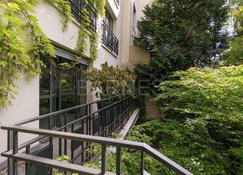 Thumbnail 4 bed villa for sale in Neuilly Sur Seine, Neuilly Sur Seine, France