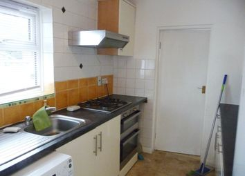 2 bed flat to rent in Montrose Avenue, Edgware HA8