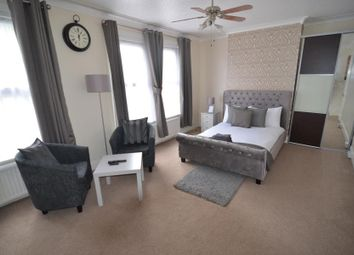 Thumbnail 4 bed property to rent in Buxton Road, London
