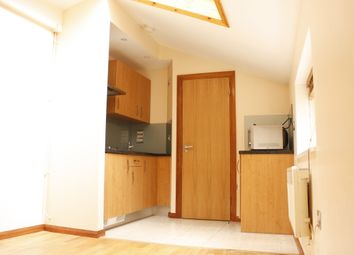 Thumbnail 1 bed flat to rent in Foulden Road, Stoke Newington