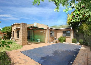Thumbnail 3 bed town house for sale in Uitzicht Heights Street, Northern Suburbs, Western Cape