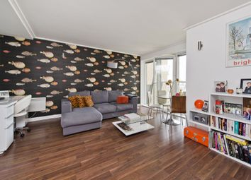 Thumbnail 1 bed flat to rent in Seacon Tower, 5 Hutchings Street, Canary Wharf, London