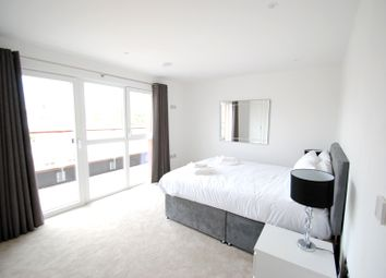 Thumbnail 1 bed flat to rent in Diss Street, London City