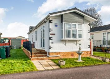 Thumbnail 2 bed mobile/park home for sale in Grosvenor Avenue, Kings Langley, Hertfordshire