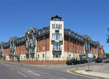 2 bed flat to rent in Benedictine Place, St Albans, Herts AL1