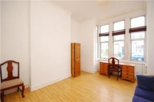 Thumbnail 2 bed flat to rent in Leicester Road, London