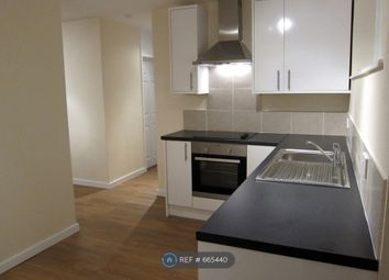 2 bed flat to rent in Meadgate Avenue, Chelmsford CM2