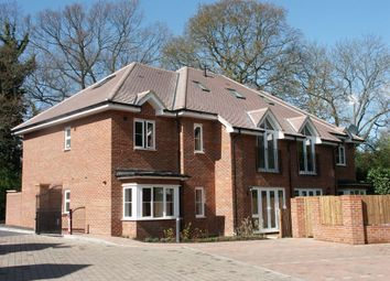 Thumbnail 2 bed flat to rent in Chesham Road, Amersham, Buckinghamshire