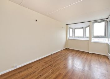 2 bed maisonette to rent in Strasbourg Road, London SW11