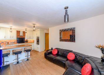 Bromyard Avenue, London W3. 2 bed flat