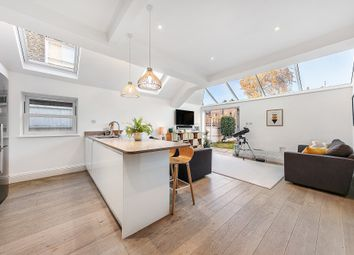 3 bed flat for sale in Harbord Street, London SW6