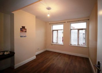 Thumbnail 1 bedroom flat to rent in Coulsdon Road, Caterham