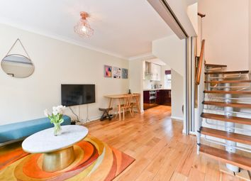 Thumbnail 3 bed town house to rent in Roding Mews, London