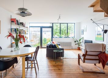 Thumbnail Serviced town_house to rent in Honiton Gardens, Gibbon Road, London