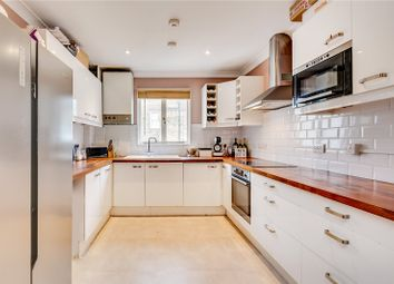 2 bed maisonette to rent in Munster Road, London SW6