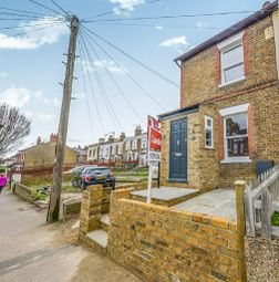 3 bed property for sale in Villiers Road, Watford WD19