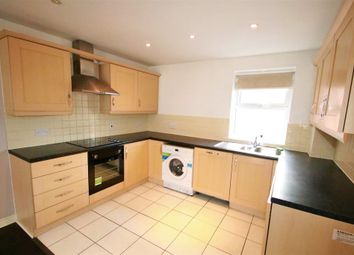 Thumbnail 3 bed flat to rent in Crunden Road, South Croydon