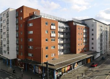 Newport Avenue, Canary Wharf, London E14. 1 bed flat