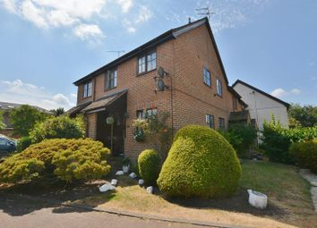 Thumbnail 2 bed flat for sale in Old Town Close, Beaconsfield