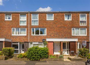 2 bed flat for sale in Harrison Close, Reigate, Surrey RH2