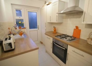 2 bed maisonette to rent in Whalebone Lane South, Chadwell Heath, Dagenham, Romford RM6
