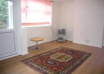 3 bed maisonette to rent in Crondall Street, Hoxton, London N1
