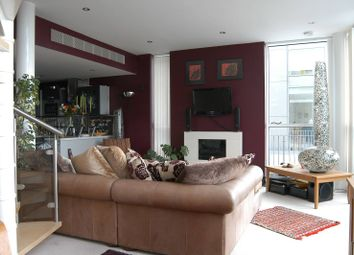 Thumbnail 2 bed flat to rent in Western Gateway, Royal Docks