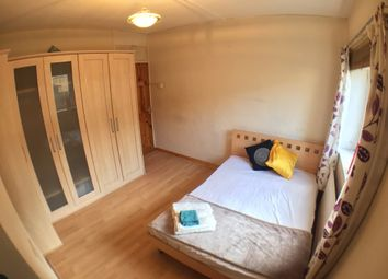 Thumbnail 4 bed shared accommodation to rent in Wickford Street, London