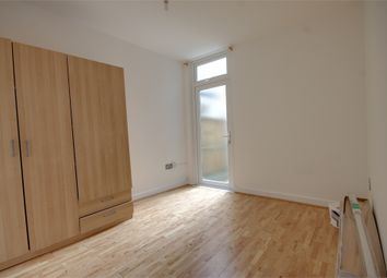 Thumbnail 2 bed flat to rent in Shernhall Street, London