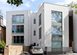 Thumbnail 1 bed flat to rent in Loudoun Road, All Souls