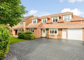 Thumbnail 5 bed detached house for sale in Walnut Close, Stoke Mandeville, Aylesbury
