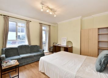Thumbnail 4 bed flat to rent in North End Road, Fulham
