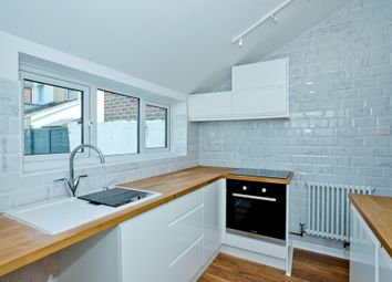 2 bed flat to rent in Fawcett Road, Southsea PO4