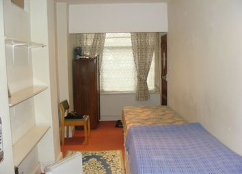 Thumbnail Room to rent in En-Suit Double Room, Park Avenue / Southall