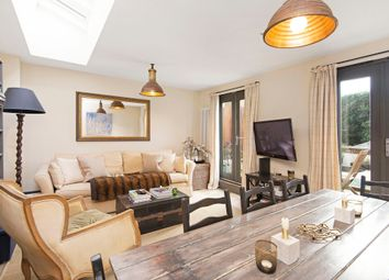 Thumbnail 2 bedroom flat to rent in Battersea Bridge Road, London