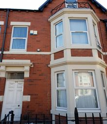 Thumbnail 2 bed flat to rent in Wingrove Road, Newcastle