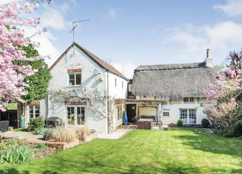 Thumbnail 4 bed cottage for sale in Hurst, Reading