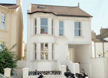 3 bed maisonette to rent in Goldstone Road, Hove BN3